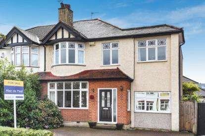 4 Bedrooms Semi Detached House for sale in Croft Avenue, West Wickham