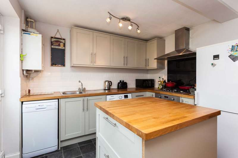 3 Bedrooms Terraced House for sale in Fern Way, Horsham