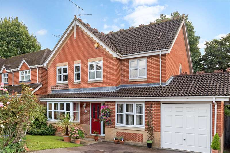 4 Bedrooms Detached House for sale in Primrose Copse, Horsham, West Sussex, RH12