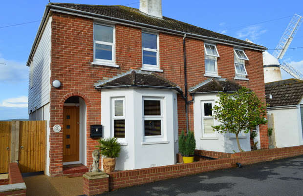 2 Bedrooms Semi Detached House for sale in Beggars Lane, Pevensey, BN24