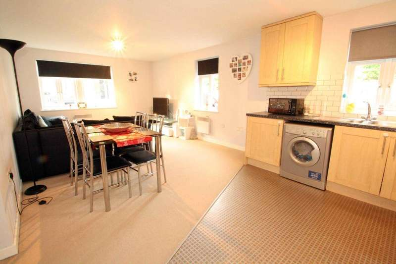 2 Bedrooms Flat for sale in Gabriels Square, Lower Earley