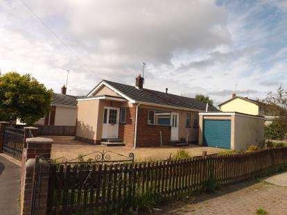 2 Bedrooms Bungalow for sale in Kingsteignton, Newton Abbot, Devon