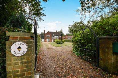 4 Bedrooms Detached House for sale in Kirkby Road, Ravenshead, Nottingham, Nottinghamshire
