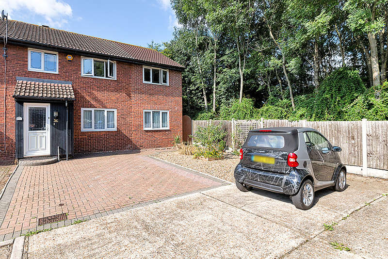 4 Bedrooms House for sale in Heathfield Close, Beckton, E16