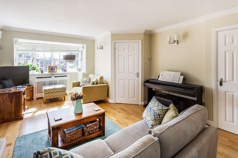 4 Bedrooms Detached House for sale in Hazelwood Heights, Oxted