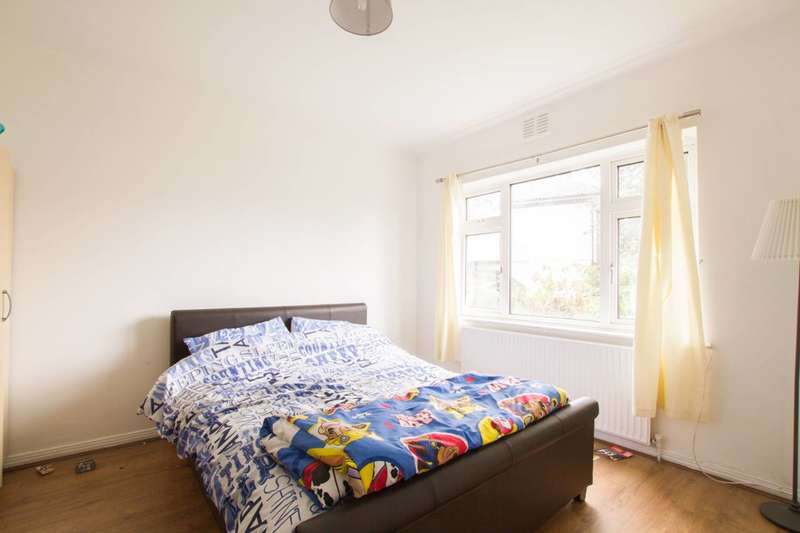2 Bedrooms Flat for sale in Pymmes Close, Palmers Green, N13