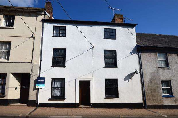 1 Bedroom Flat for sale in High Street, Crediton, Devon