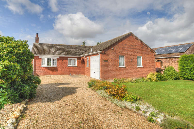 3 Bedrooms Detached Bungalow for sale in Whyteway, Rumburgh