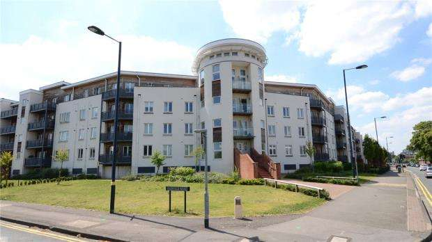 2 Bedrooms Apartment Flat for sale in Burghley Court, Kingsquarter, Maidenhead