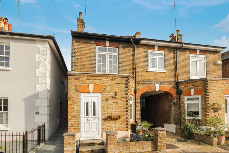 2 Bedrooms Cottage House for sale in Cottage Grove, Surbiton
