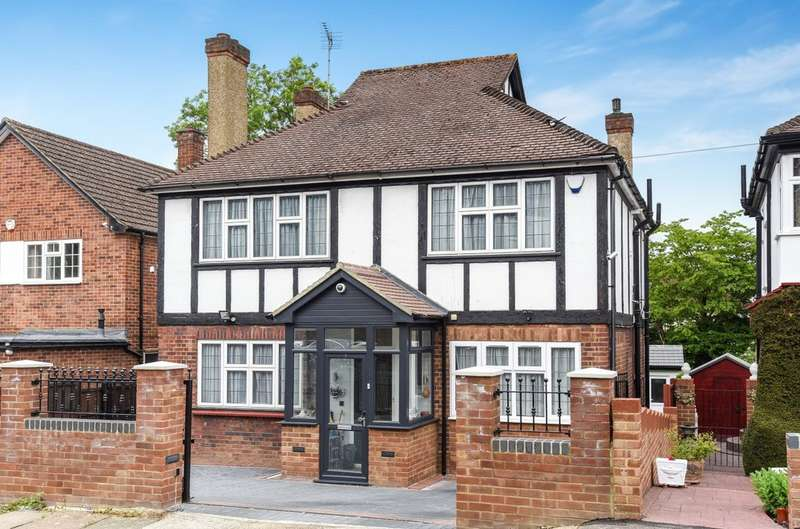 4 Bedrooms Detached House for sale in Gladsdale Drive, Pinner