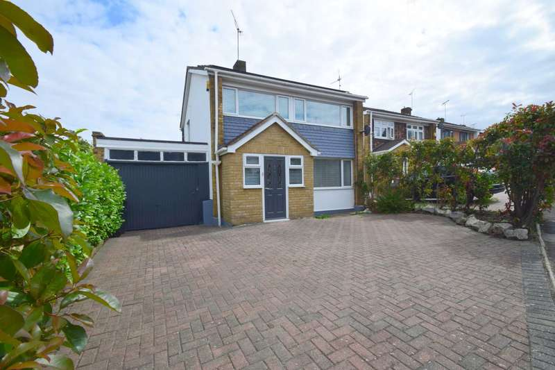 3 Bedrooms Detached House for sale in Gayleighs, Rayleigh