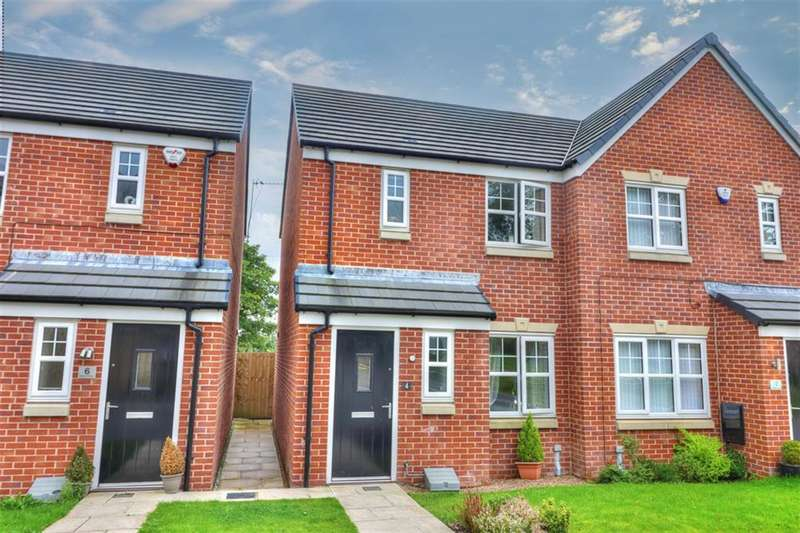 2 Bedrooms Semi Detached House for sale in Mayflower Gardens, Rochdale, OL12 9DF