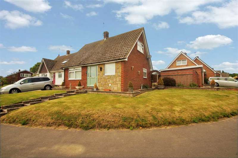 3 Bedrooms Semi Detached House for sale in Heycroft Way, Nayland, Colchester