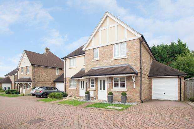 3 Bedrooms Semi Detached House for sale in Epsom, Surrey