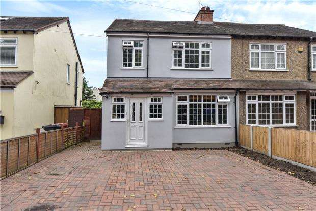 3 Bedrooms Semi Detached House for sale in Burnham Lane, Slough
