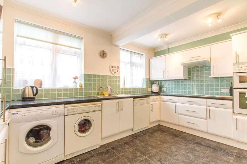3 Bedrooms Bungalow for sale in Manor Road, High Barnet, EN5