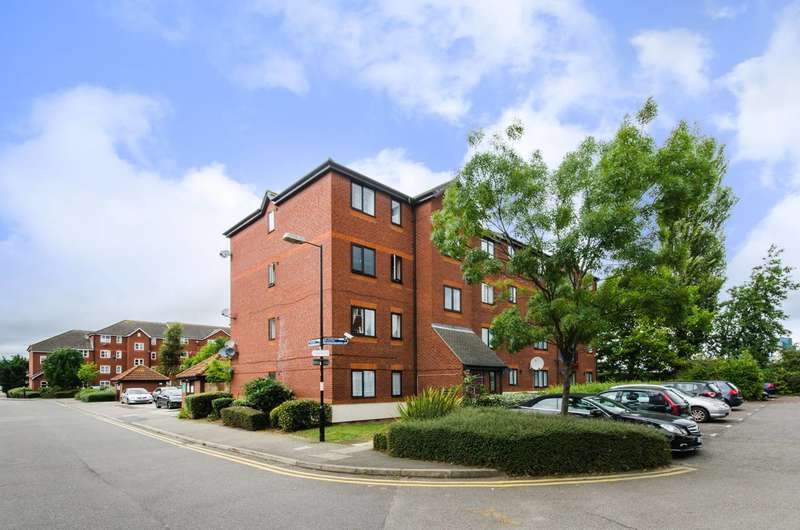 2 Bedrooms Flat for sale in Harlinger Street, Woolwich, SE18
