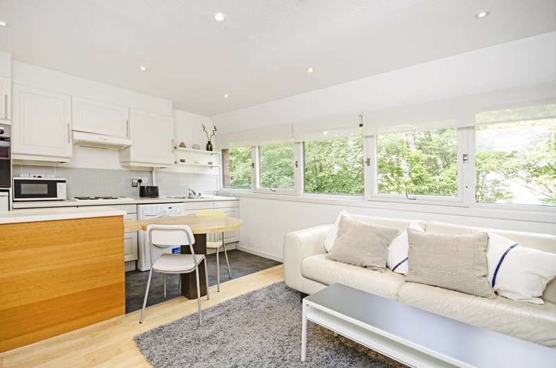 1 Bedroom Flat for sale in Britten Close, Golders Green, NW11
