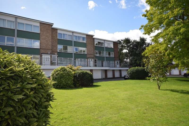 2 Bedrooms Maisonette Flat for sale in Cranebrook, Manor Road, Twickenham, London, TW2