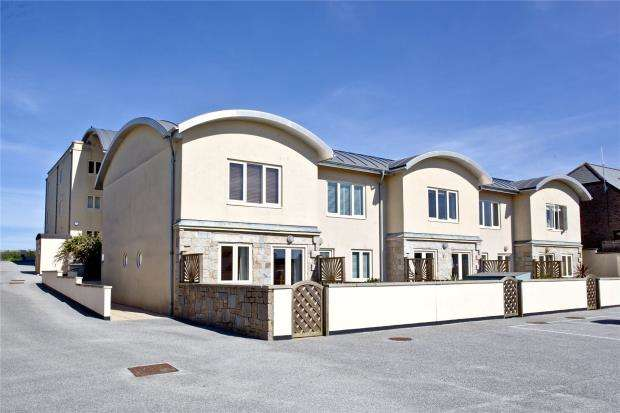 2 Bedrooms Terraced House for sale in The Vista, 10 Pentire Road, Newquay, Cornwall
