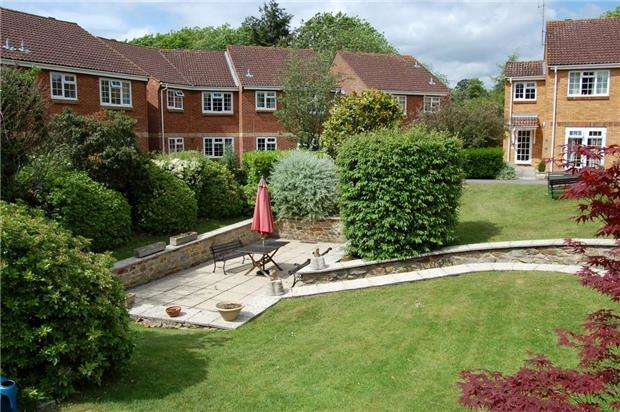 2 Bedrooms Flat for sale in Home Farm Court Greenway Lane, Charlton Kings, CHELTENHAM, Gloucestershire, GL52 6LA