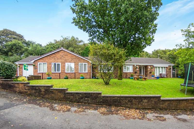 4 Bedrooms Detached Bungalow for sale in Beverley Gardens, Ravenhill, Swansea