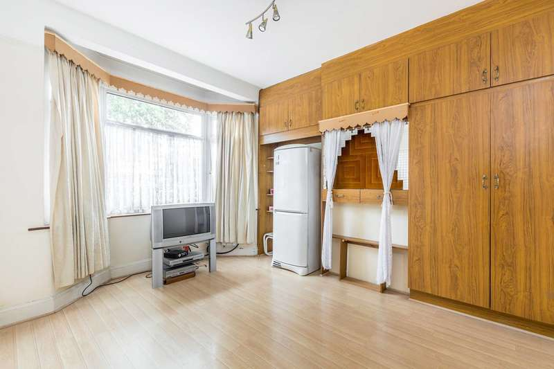 3 Bedrooms House for sale in Hanworth Road, Hounslow, TW3