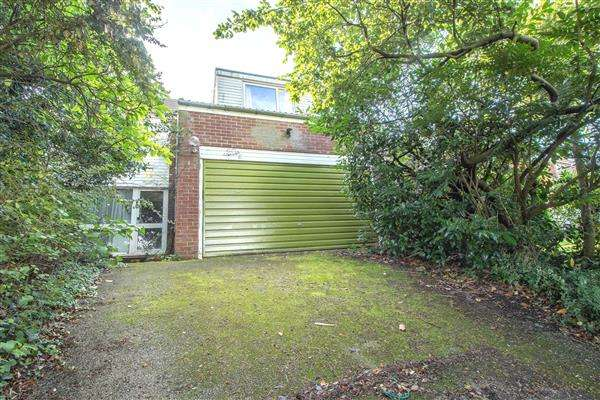 4 Bedrooms Detached House for sale in College Road, Hoddesdon