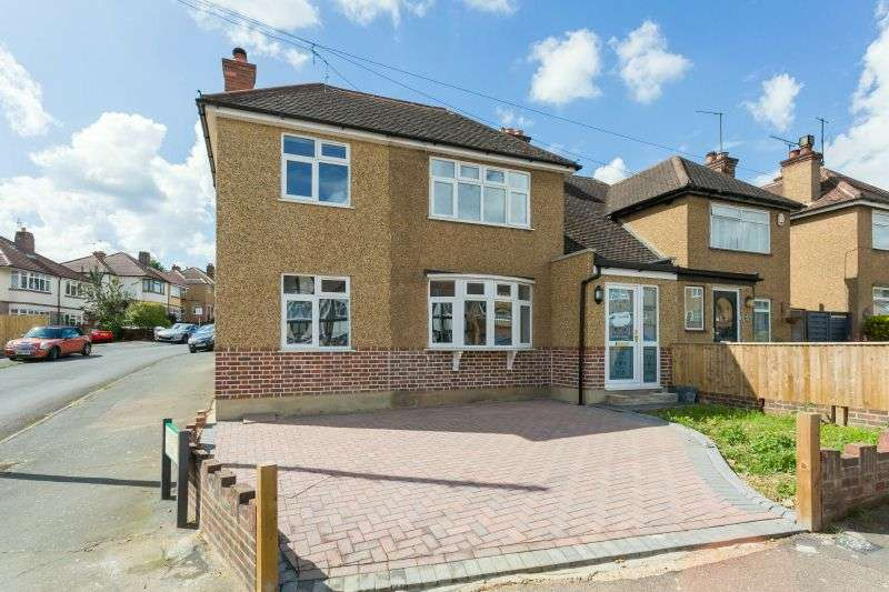 4 Bedrooms Semi Detached House for sale in Valley Walk, Croxley Green, Hertfordshire, WD3 3SX