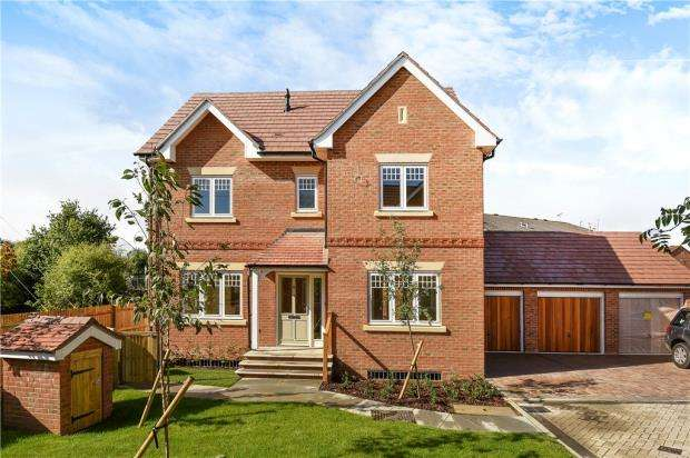 3 Bedrooms Detached House for sale in Stockwood Way, Farnham, Surrey