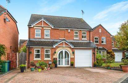 4 Bedrooms Detached House for sale in Cornwall Drive, Saxonfields, Stafford, Staffordshire