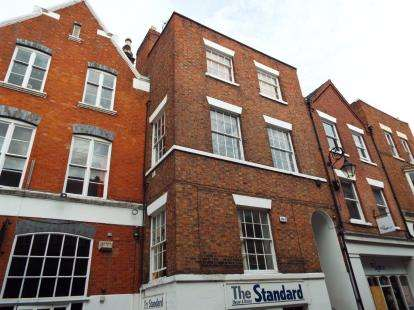 2 Bedrooms Flat for sale in Watergate Street, Chester, Cheshire, CH1