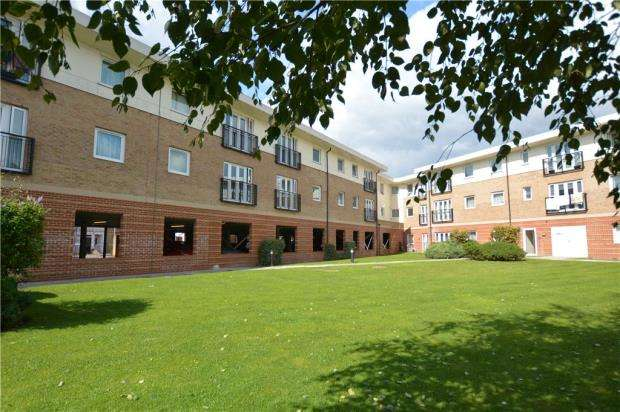 2 Bedrooms Apartment Flat for sale in Connaught Heights, Uxbridge Road, Uxbridge