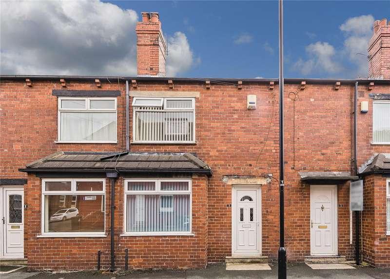3 Bedrooms Terraced House for sale in Cross Henley Road, Leeds, West Yorkshire, LS13