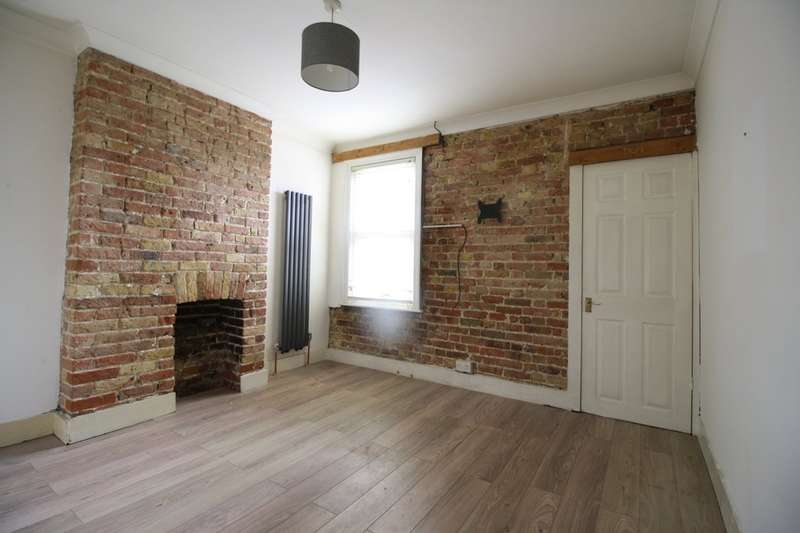 2 Bedrooms Terraced House for sale in London Road, Grays