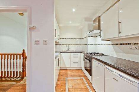 1 Bedroom Flat for sale in Bow Road, London E3