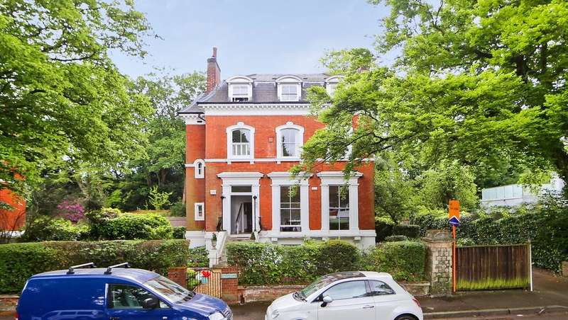 2 Bedrooms Flat for sale in Crescent Wood Road, London SE26