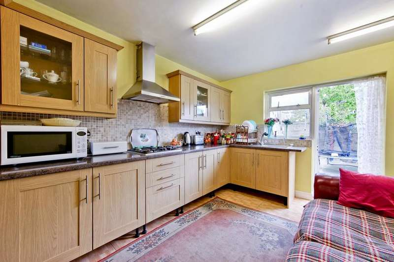 3 Bedrooms House for sale in Penge Road, London E13