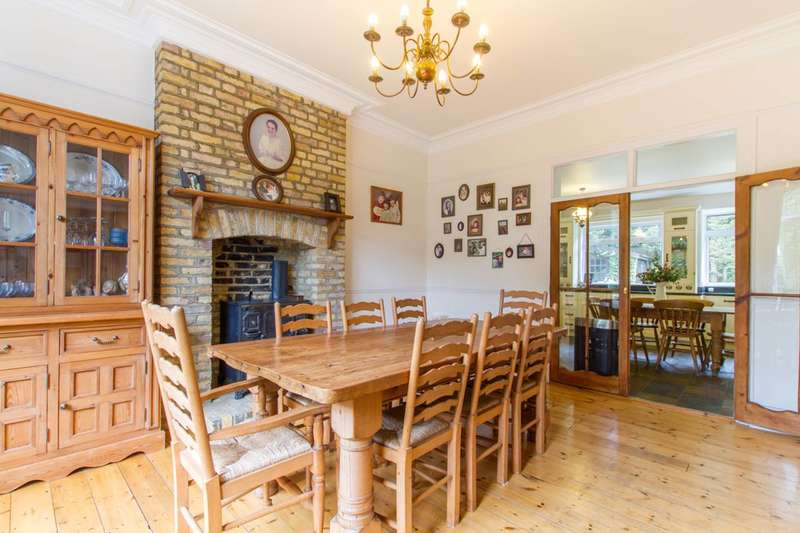 4 Bedrooms Detached House for sale in Theobalds Park Road, Crews Hill, EN2