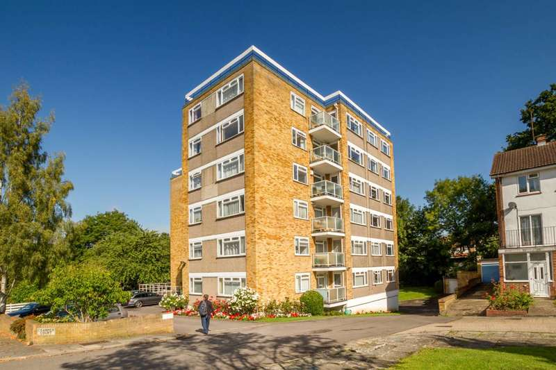 3 Bedrooms Flat for sale in Cranmer Court, Wickliffe Avenue, Church End, N3
