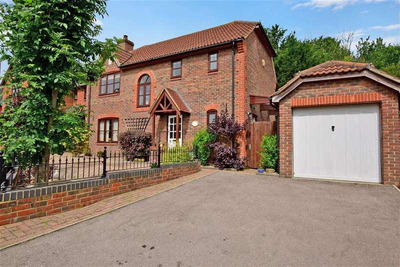 4 Bedrooms Detached House for sale in Hillcrest View, Basildon, Essex