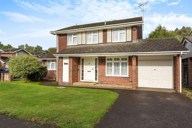 4 Bedrooms Detached House for sale in Green Road, Thorpe Village, Surrey