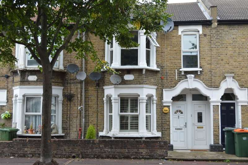 1 Bedroom Flat for sale in Cambus Road, London, E16