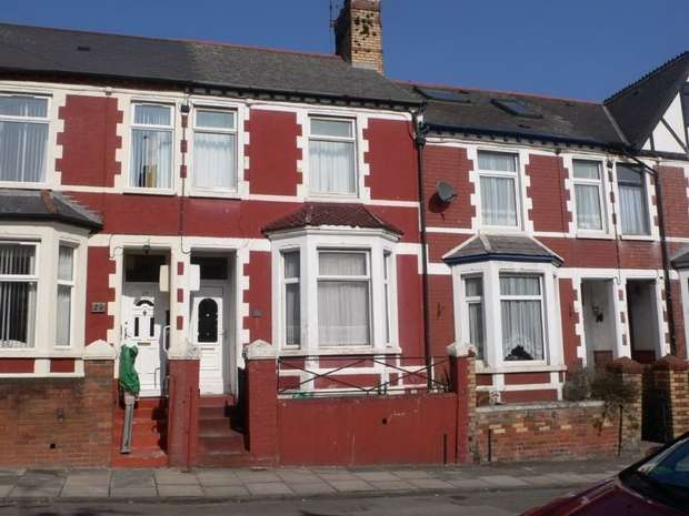 3 Bedrooms Terraced House for rent in Andrew Road, Penarth, South Glamorgan
