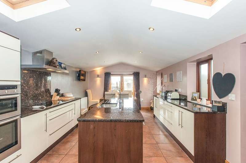 4 Bedrooms Terraced House for sale in Church Street, Ribchester, Preston, PR3