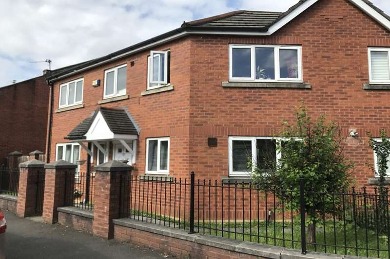 3 Bedrooms Semi Detached House for sale in Nash Street, Manchester, M15