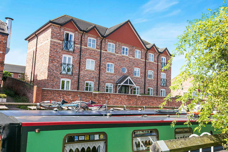 2 Bedrooms Flat for sale in Harbutts Court, Middlewich, CW10