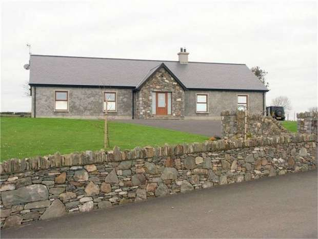 4 Bedrooms Detached Bungalow for sale in Hollybush Road, Dundrum, Newcastle, County Down