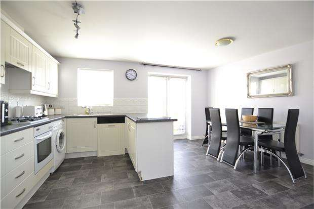4 Bedrooms Terraced House for sale in Bluebell Way, CARTERTON, Oxfordshire, OX18 1GD